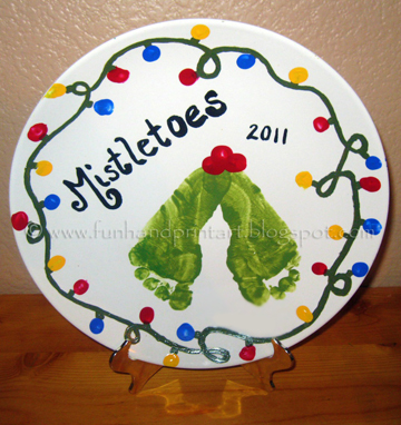 footprint-mistletoe-christmas-plate-design